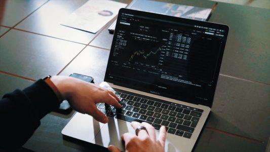 Investeerimisklubi | 3 olulist sammu finantsilise sõltumatuse teekonnal